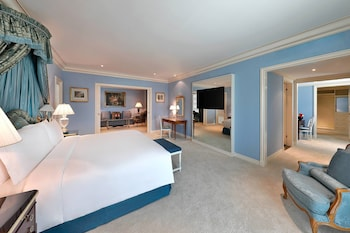 Royal Room, 1 King Bed, Jetted Tub (Majilis, Club Lounge Access)
