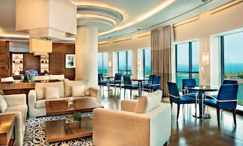 Club Room, 1 King Bed, Business Lounge Access
