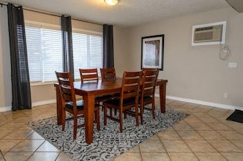 Family Suite, 3 Bedrooms, Kitchen (2 Bathrooms, 2 Levels)