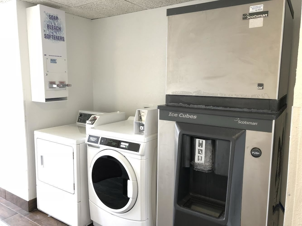 데이즈 인 바이 윈덤 그로브 시티 콜럼버스 사우스(Days Inn by Wyndham Grove City Columbus South) Hotel Thumbnail Image 24 - Laundry