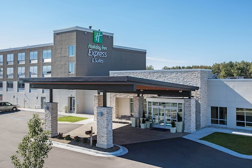 . Holiday Inn Express & Suites Ludington