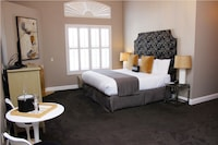 Premium Suite, 1 King Bed, Fireplace