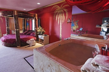 Room, 1 King Bed (Jacuzzi)