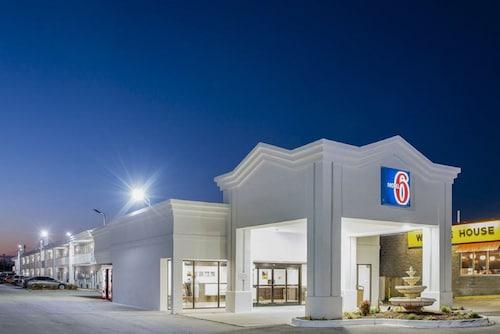 . Motel 6 Jacksonville, NC