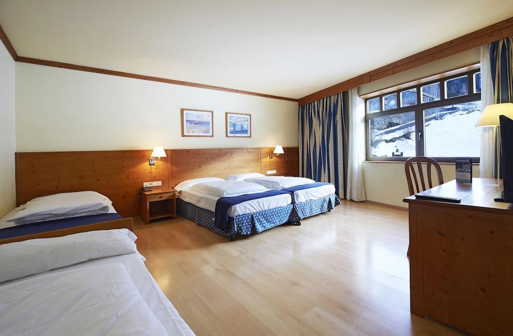 https://i.travelapi.com/hotels/1000000/920000/911600/911541/39a05246_z.jpg