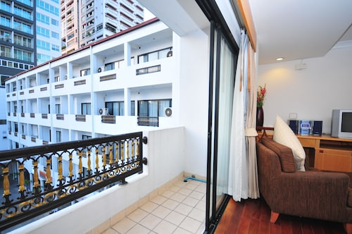 Admiral Suites Bangkok by Compass Hospitality, Wattana