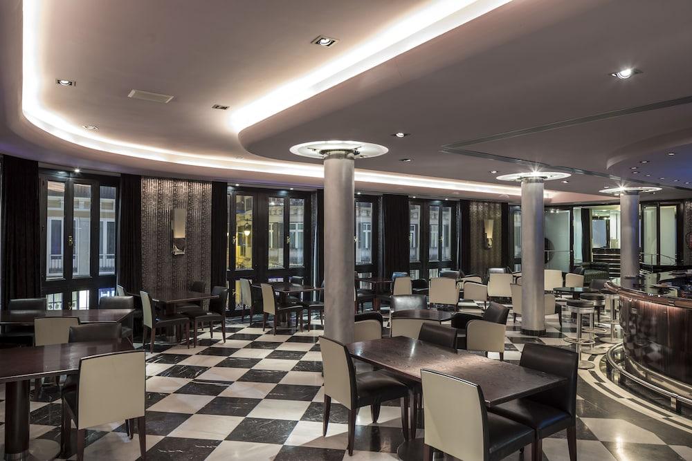 https://i.travelapi.com/hotels/1000000/920000/911700/911686/0bcef339_z.jpg