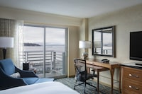 Standard Room, 1 King Bed, Water View