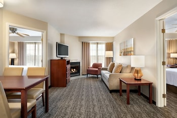 2-bedroom Suite w/sofabed