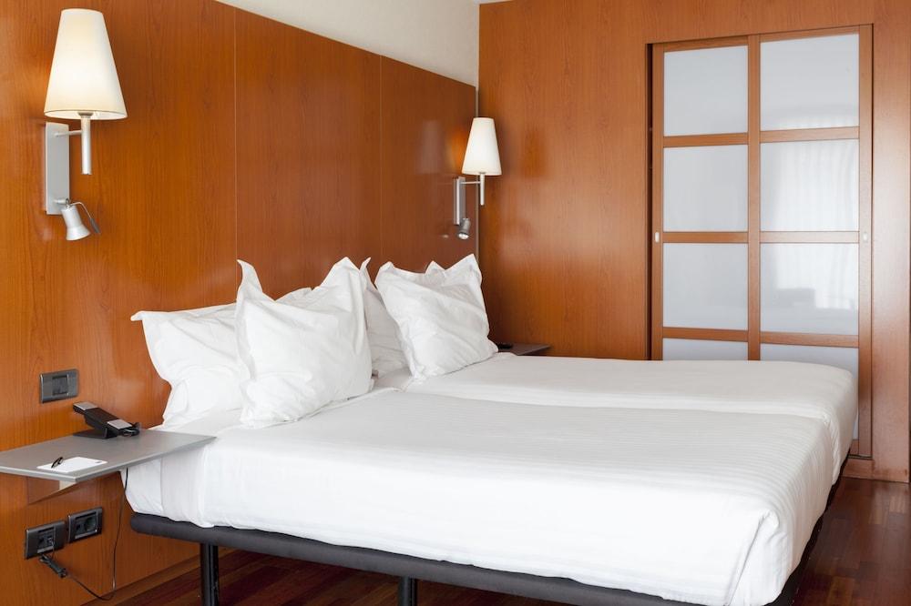 https://i.travelapi.com/hotels/1000000/920000/912200/912168/002c0141_z.jpg