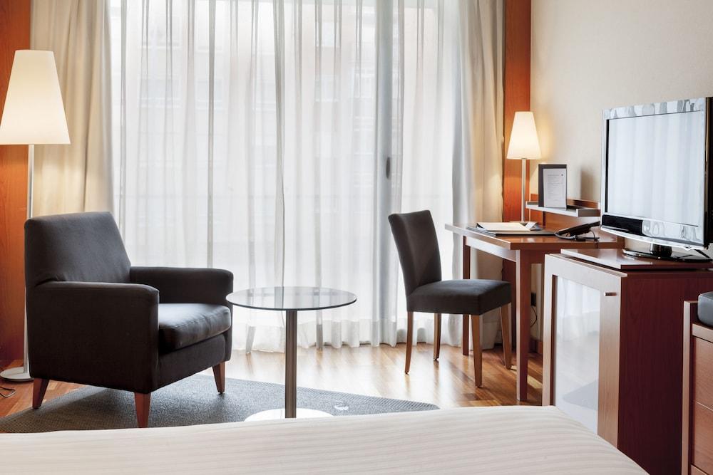 https://i.travelapi.com/hotels/1000000/920000/912200/912168/4c42ca43_z.jpg