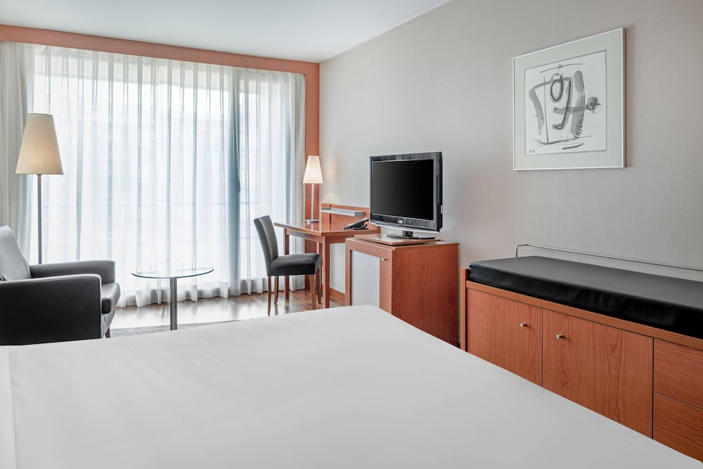 https://i.travelapi.com/hotels/1000000/920000/912200/912168/815cdf9c_z.jpg