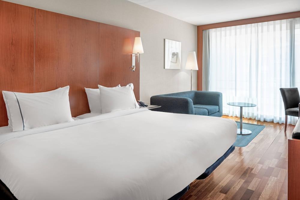https://i.travelapi.com/hotels/1000000/920000/912200/912168/e5a08cea_z.jpg