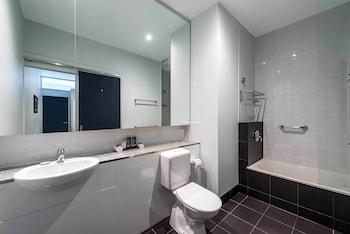 Mantra 100 Exhibition - Bathroom  - #0