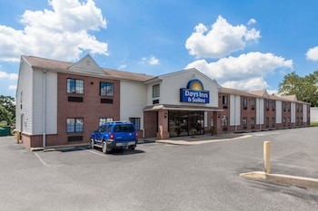 Hotel - Days Inn & Suites by Wyndham Cambridge