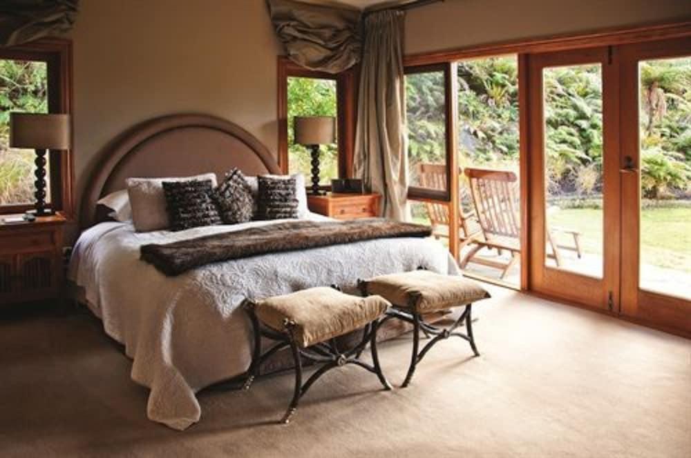 https://i.travelapi.com/hotels/1000000/920000/913000/912953/2ab872d9_z.jpg