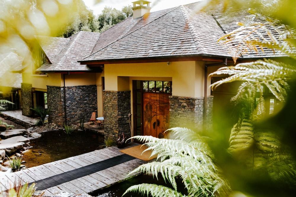 https://i.travelapi.com/hotels/1000000/920000/913000/912953/e34c1bd6_z.jpg