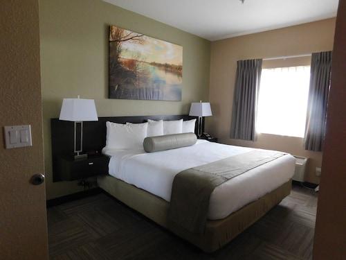 . Island Suites