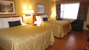 Standard Room, 2 Queen Beds, Jetted Tub, Pool View
