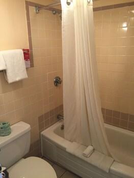 Econo Lodge Mystic - Groton - Bathroom  - #0