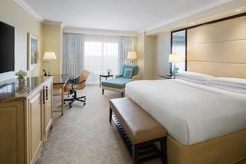 Guestroom at The Ritz-Carlton Orlando, Grande Lakes in Orlando