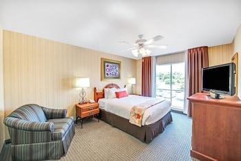 Guestroom at Hawthorn Suites by Wyndham Dallas Park Central in Dallas