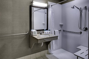Room, 2 Queen Beds, Accessible (Mobility, Roll-In Shower)