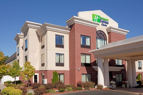 . Holiday Inn Express Hotel & Suites Manchester Airport