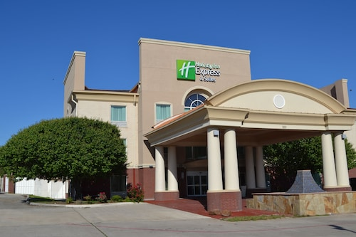 . Holiday Inn Express Hotel & Suites Gainesville