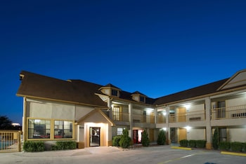 Hotel - Howard Johnson by Wyndham San Marcos