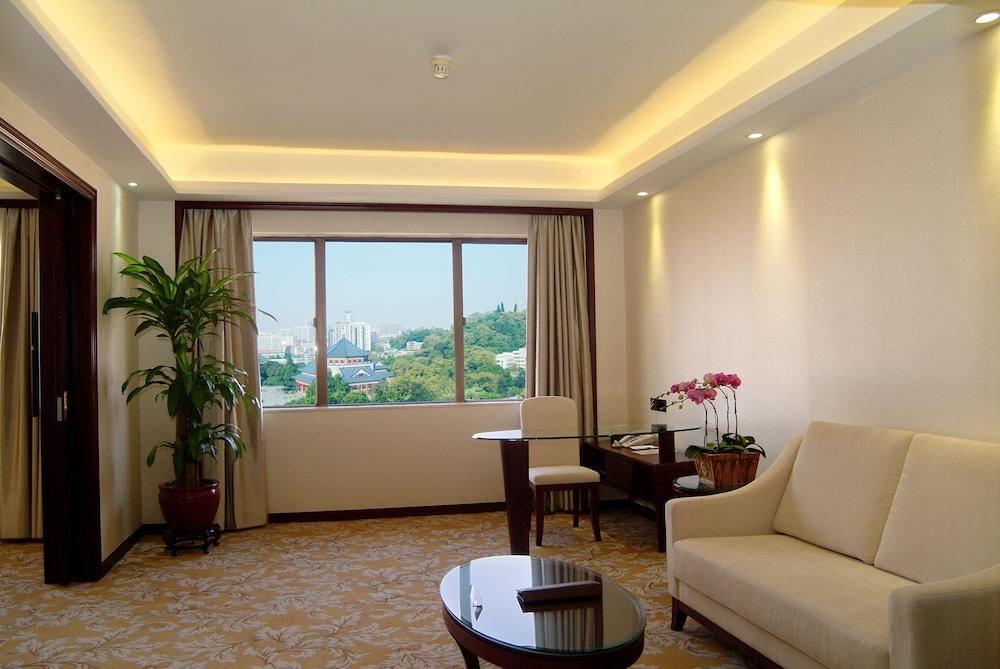 광둥 호텔(Guangdong Hotel) Hotel Image 11 - Living Area