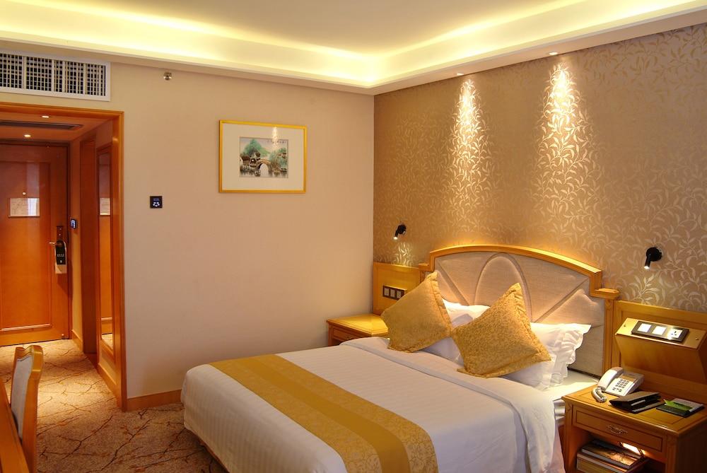 광둥 호텔(Guangdong Hotel) Hotel Image 28 - Guestroom View