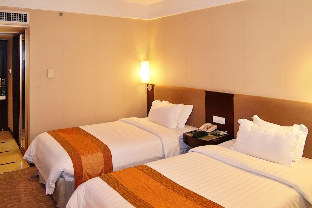 광둥 호텔(Guangdong Hotel) Hotel Image 5 - Guestroom
