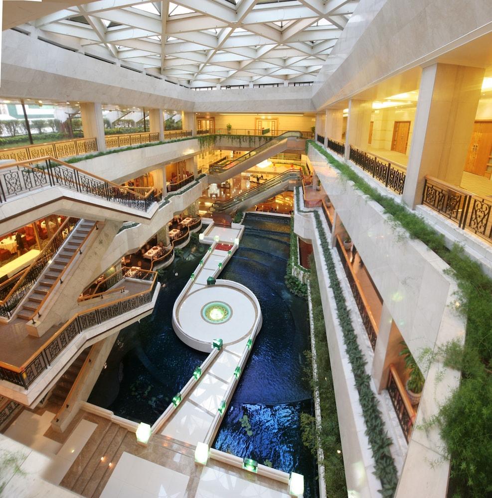 광둥 호텔(Guangdong Hotel) Hotel Image 1 - Lobby Sitting Area