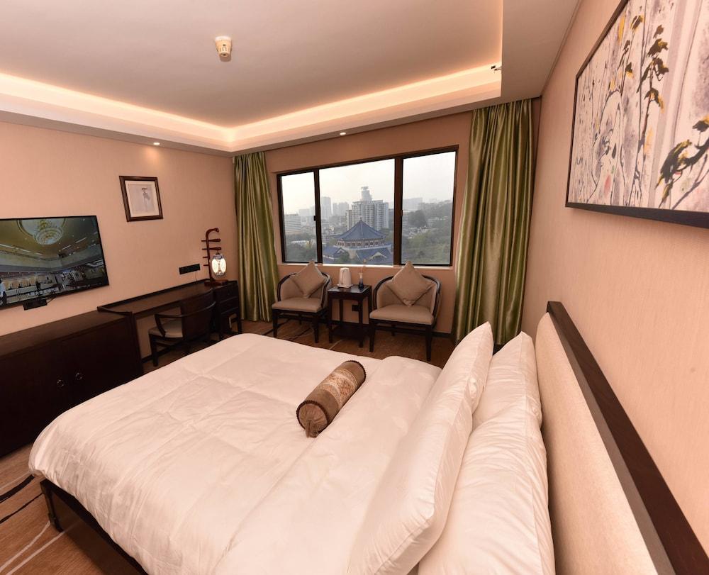 광둥 호텔(Guangdong Hotel) Hotel Image 10 - Guestroom