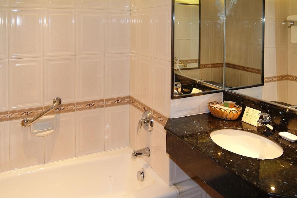광둥 호텔(Guangdong Hotel) Hotel Image 31 - Bathroom