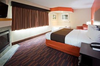 Luxury Suite, 1 King Bed, Non Smoking (Deluxe, One Bedroom)