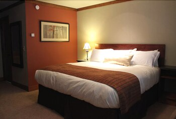 Lodge Room with King Bed (A/C for heat only)
