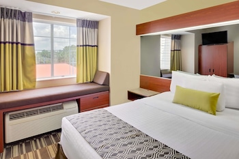 Suite, 1 Queen Bed with Sofa bed, Accessible, Smoking