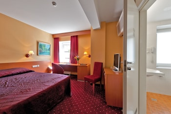 Business Room, 1 Double or 2 Twin Beds