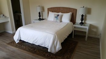 Comfort Room, 1 Queen Bed Max of 2 Occupants - combination of all adults and children no exception