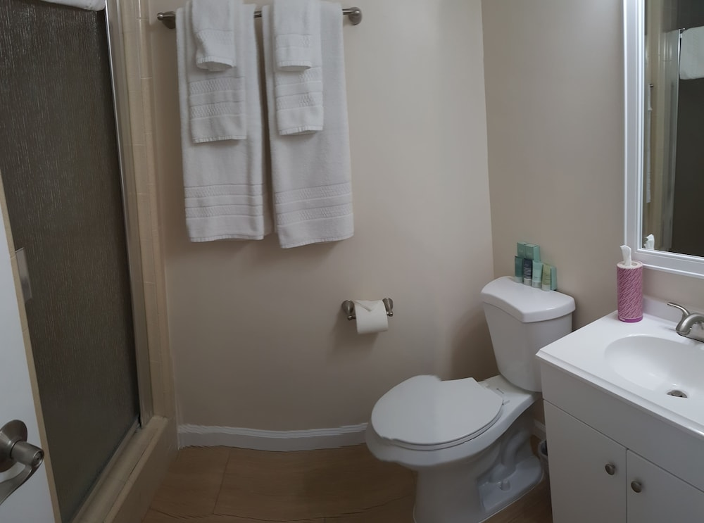 2 Queen Bed Room - 2 guests (Includes children) **Extra charge for additional guests 4 guests max**