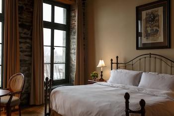 Premier Room, 1 King Bed, View (St. Paul Street View)