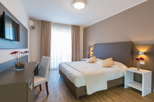 __{offers.Best_flights}__ Hotel Bel 3
