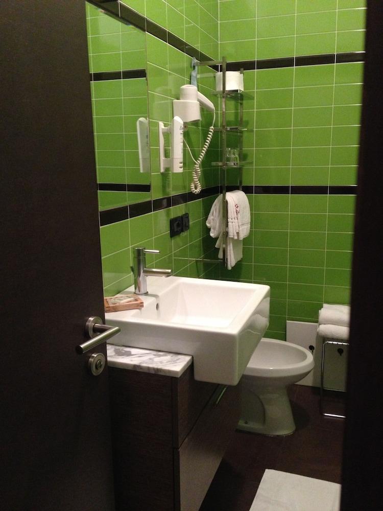 호텔 알 카손(Hotel Al Cason) Hotel Image 11 - Bathroom
