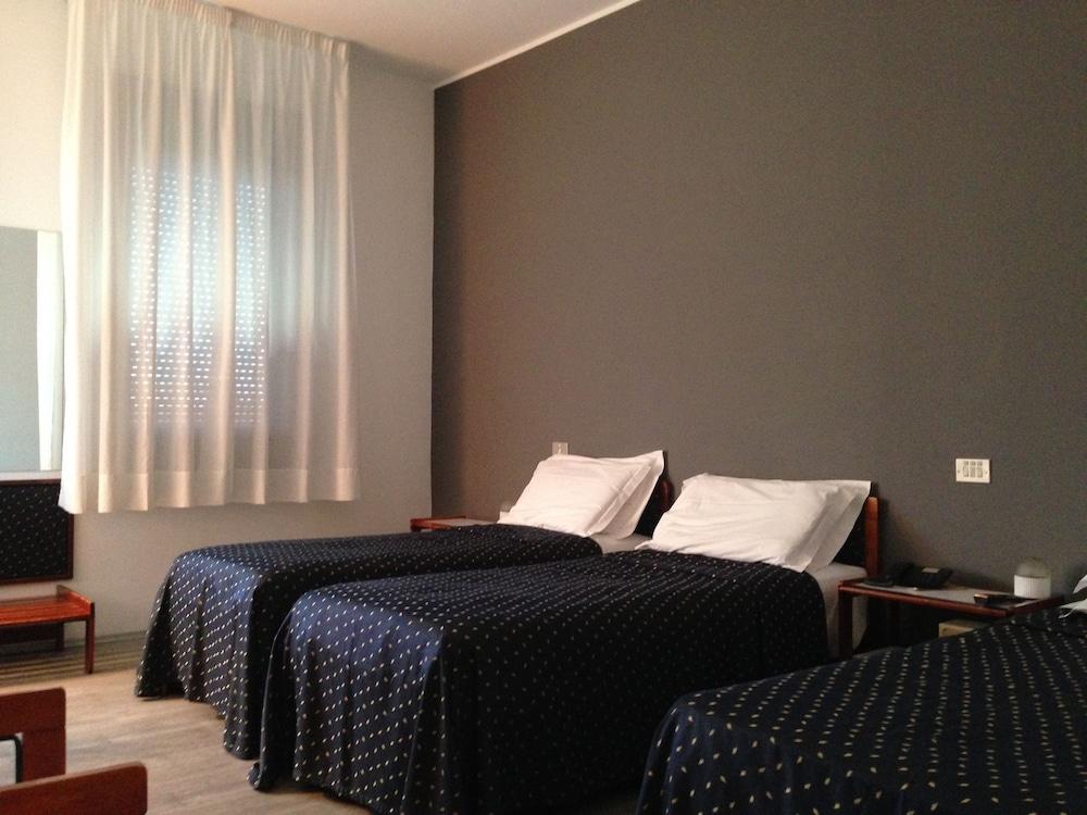 호텔 알 카손(Hotel Al Cason) Hotel Image 3 - Guestroom