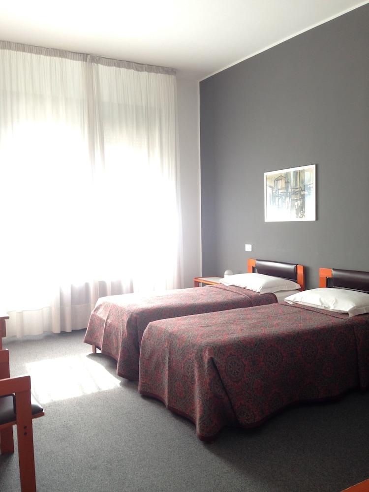호텔 알 카손(Hotel Al Cason) Hotel Image 8 - Guestroom