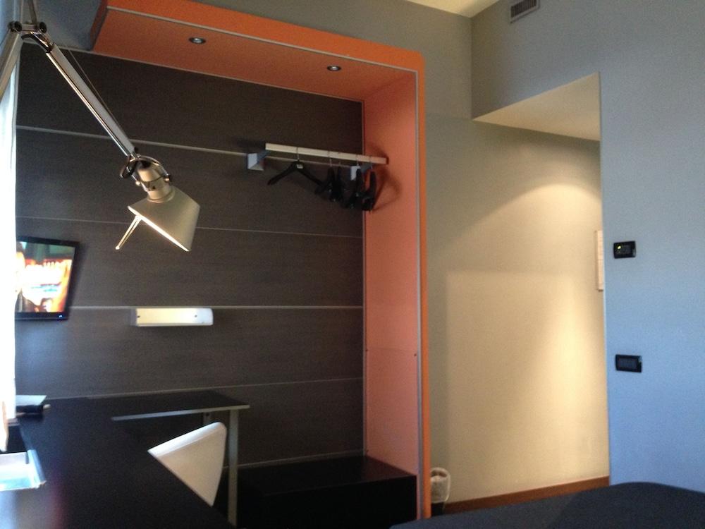 호텔 알 카손(Hotel Al Cason) Hotel Image 20 - In-Room Amenity