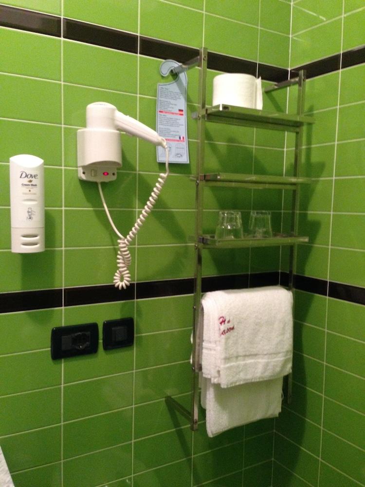 호텔 알 카손(Hotel Al Cason) Hotel Image 12 - Bathroom Amenities
