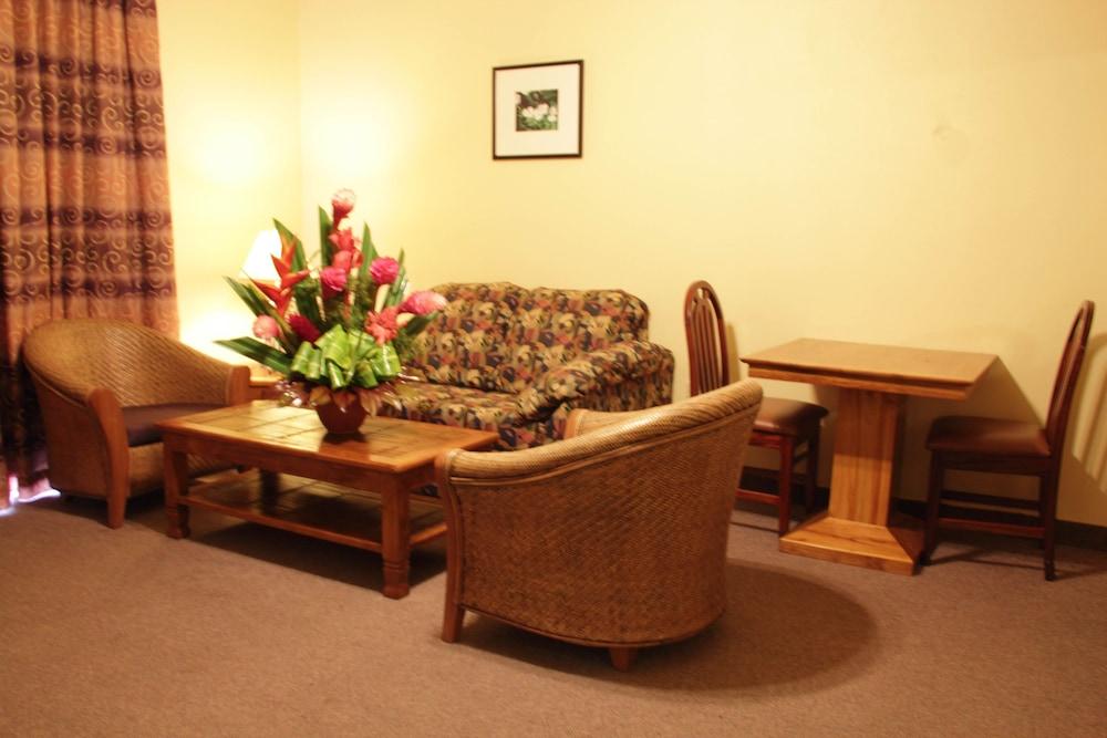 https://i.travelapi.com/hotels/1000000/920000/915800/915770/153d1e19_z.jpg